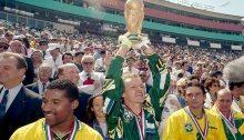 Taffarel alza la Coppa del Mondo a Usa'94