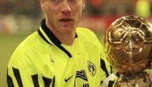 Sammer, capitano del Borussia Dortmund, con il Pallone d'oro