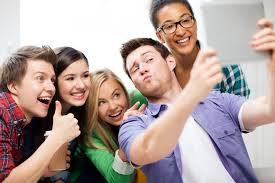 """Il paradosso della nostra società: estremamente narcisista, ma anche """"social"""""""