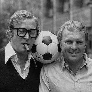 Due baronetti: Michael Caine e Bobby Moore