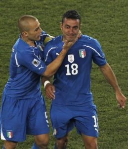 Capitan Cannavaro consola Quagliarella dopo la disfatta del 2010