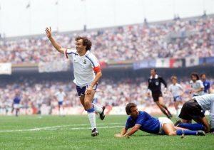 Platini elimina, a Messico '86, l'Italia campione in carica