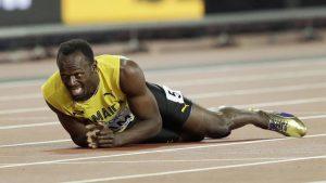 Bolt, dolorante, durante la sua ultima gara professionistica.