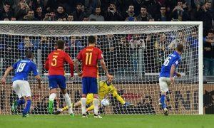 De Rossi segna il rigore dell'uno a uno contro la Spagna nel 2016