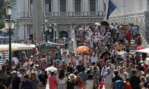 Barcellona e Venezia sono le città più colpite dal turismo di massa